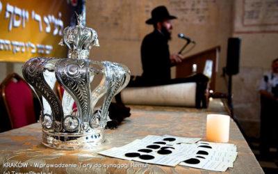 KRAKÓW - wprowadzenie Tory do synagogi Remuh